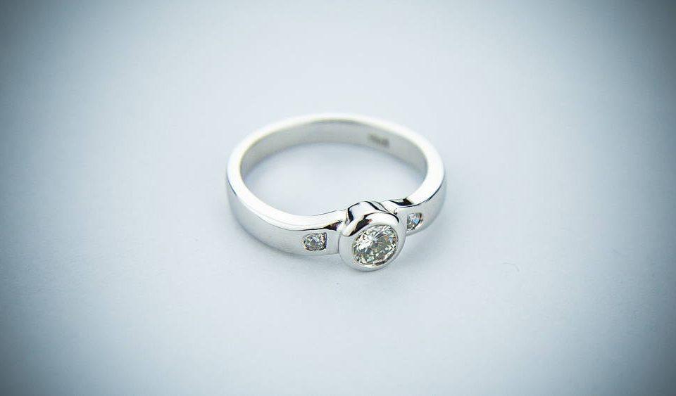 Jak dobrać rozmiar pierścionka
